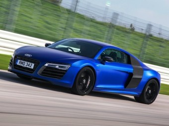 Audi R8 V10 PLUS side action