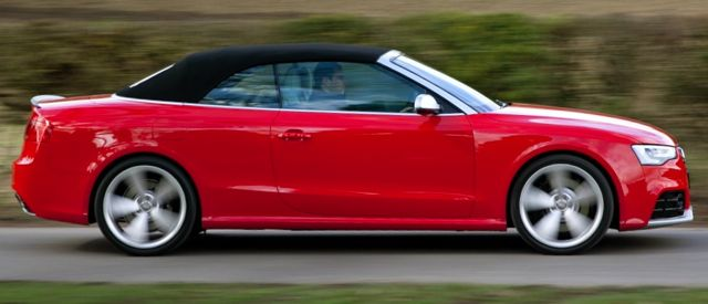 Audi RS5 Cabrio side action