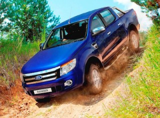 Ford Ranger Double Cab front side off road