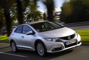 Honda Civic 1.6 diesel side front action 2