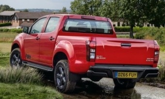 Isuzu D Max Fury 2015 rear static