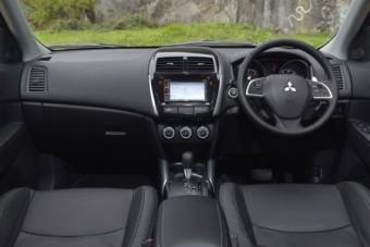 Mitsubishi ASX front inside
