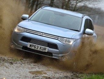 Mitsubishi Outlander PHEV front action off-road