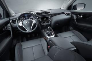 Nissan Qashqai front interior LHD