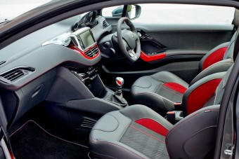 Peugeot 208 GTi front seats
