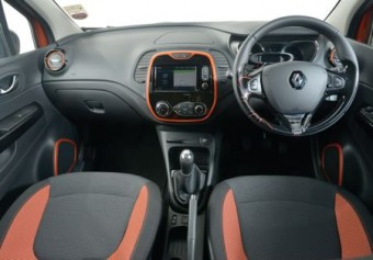 Renault Captur MY14 front interior
