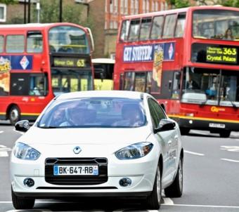 Renault Fluence commuter driving