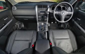 Suzuki Grand Vitara 01 front interior