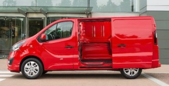 Vaux Vivaro side door open
