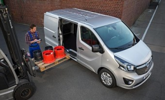 Vauxhall Vivaro MY15 loading