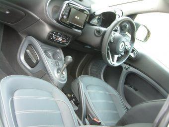 smart-fortwo-cabrio-inside