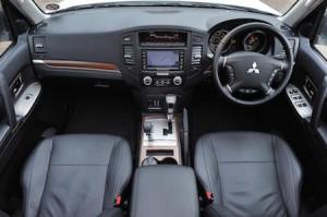 Mitsubishi Shogun LWB interior