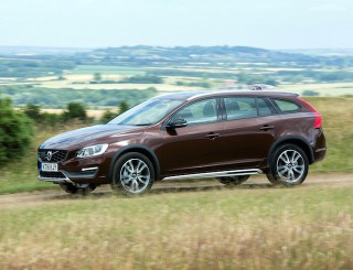 Volvo V60 Cross Countrry estate side action