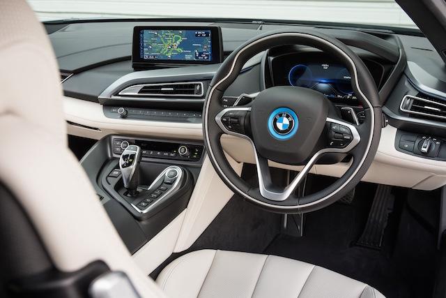BMW i8 high tech cockpit