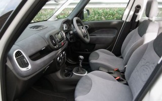 Fiat 500L front inside