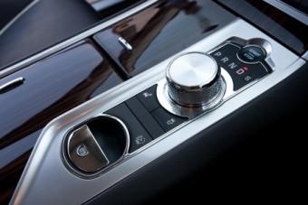 Jaguar XF Saloon console