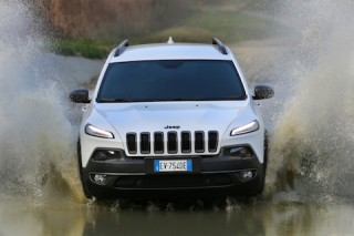 Jeep Cherokee off road front