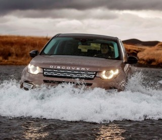 Land Rover Discovery Sport front off road action