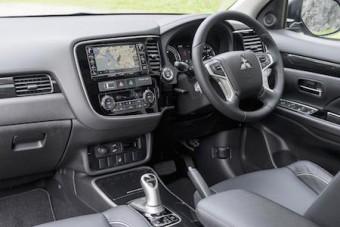 Mitsubishi Outlander PHEV 2016 front interior