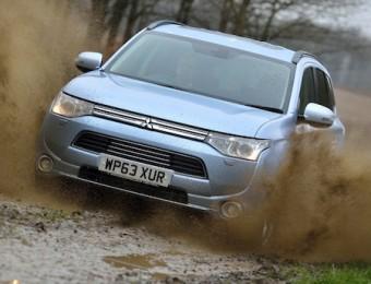 Mitsubishi Outlander PHEV front action off-road