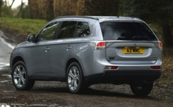 Mitsubishi Outlander back static