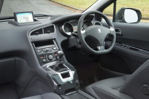 Peugeot 5008 2014 interior front small