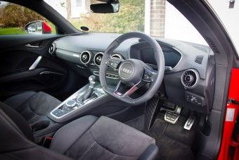 Leather and cloth interior with good fascia layout
