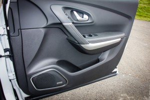 Bose system and slim pocket on door