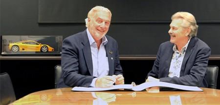 Les Edgar and Gordon Murray sign agreement