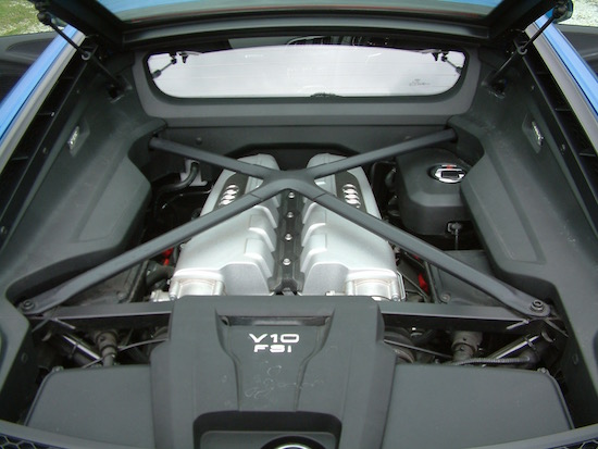 Audi R8 V10 2016 engine bay
